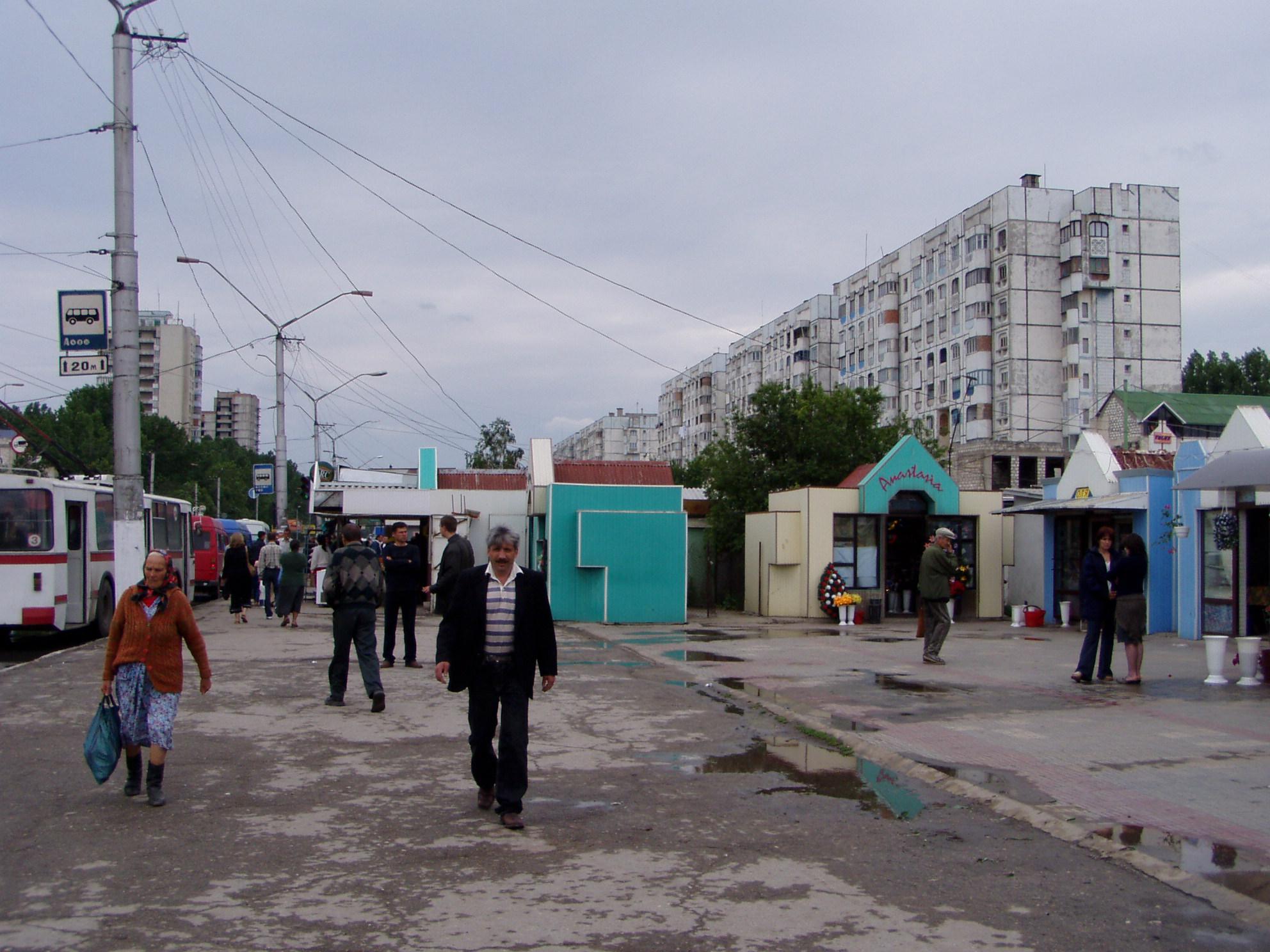 Balti Moldova  city photo : 住宅地が並んでいるバス・ターミナルの周辺の ...