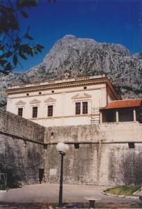 旧市街を囲む城壁