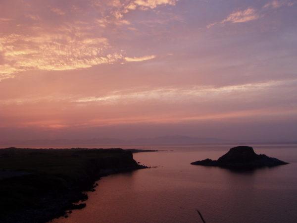 Abendstimmung. Im Hintergrund die Rebun-Insel