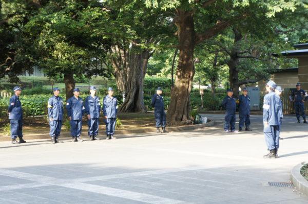 Und dann noch das: Hobbymilitaristen im Park von Ueno