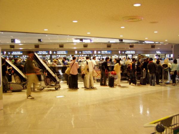 Innerhalb des Terminals im Flughafen Narita