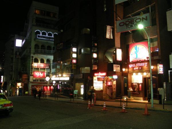 Gaspanic und Wall Street - zwei seit Jahrzehnten berühmt-berüchtigte Bars in Roppongi