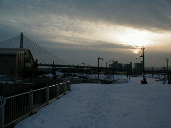 Die grosse Aomori-Bucht-Brücke