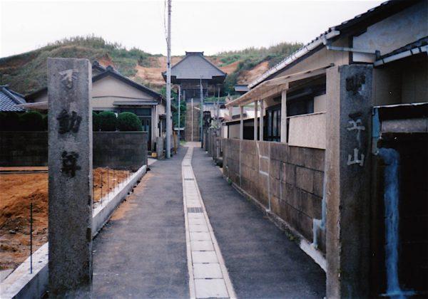 Eingang zu einem kleinen Schrein in Choshi