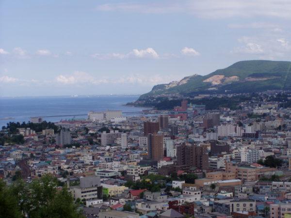 Blick auf die Innenstadt und die Küste