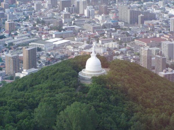 Sapporo / Hokkaido: Pagode am Berg Moiwa
