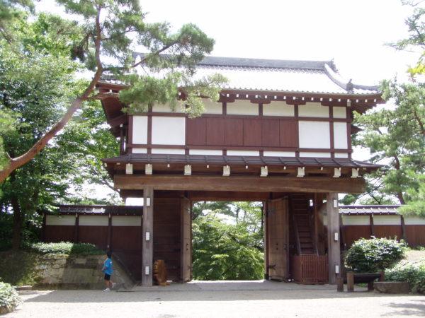 Nachgebauter Eingang zur Burganlage