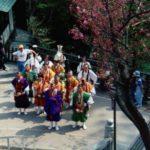 Mönchsprozession am Tempel von Takao