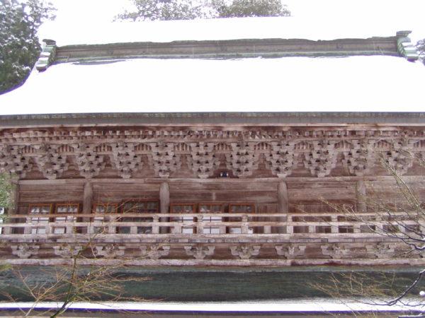 Die Holzbauten sind erwartungsgemäss detailreich