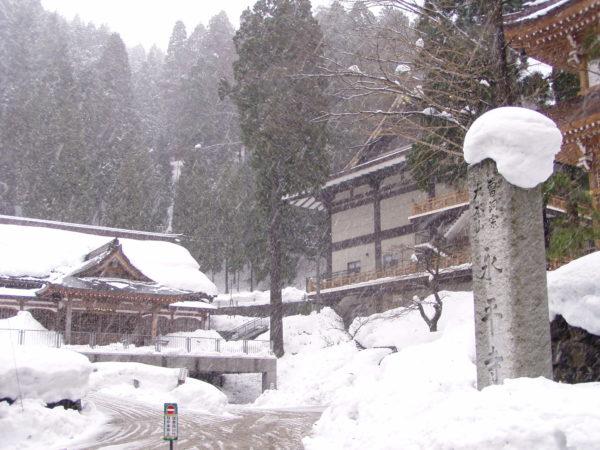 Am Eingang zur Tempelanlage