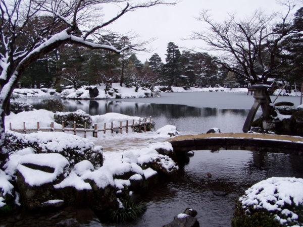 Der Kenroku-Park ist zu jeder Jahreszeit schön