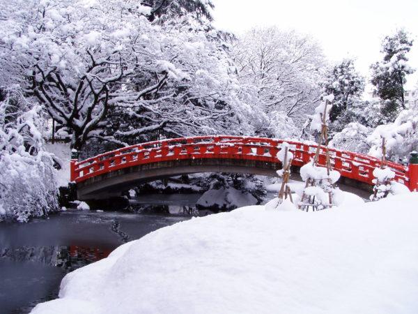 Bogenbrücke im Schlosspark