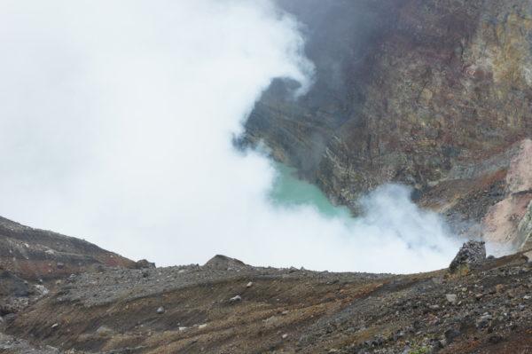 Im Krater des Naka-Dake in Aso