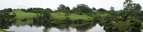Panorama des Suizenji-Parks: Im Bild links der Fuji-san (Klicken um zu vergrößern)