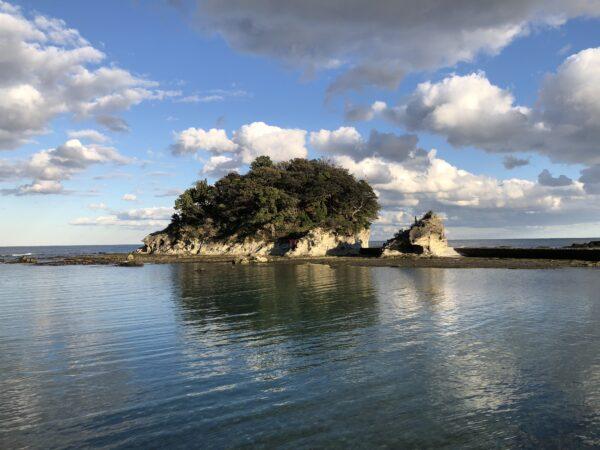 Die Ryūgū-Insel nördlich von Shirahama