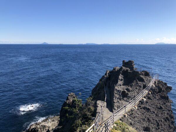 Das Kap Irozaki - und sechs der sieben bewohnten nördlichen Izu-Inseln