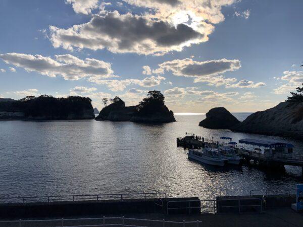 Dogashima - Bootsanlegestelle und ein paar der Inseln