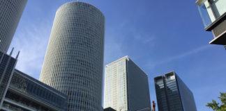 'Meieki' - das Bahnhofsviertel von Nagoya. Der runde Turm ist einer der beiden JR Central Towers