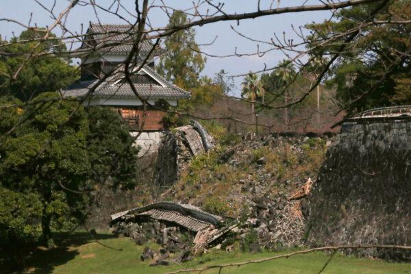 Erdbebenschäden an der Burg von Kumamoto