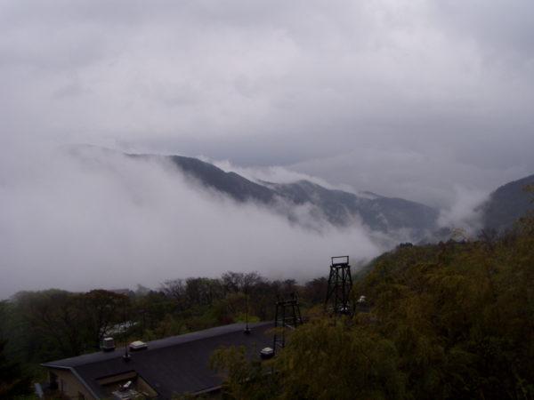 Berge nahe der Seilbahnstation in Hakone