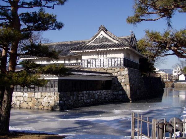 Schlossgraben und Yagura von Matsumoto-jō