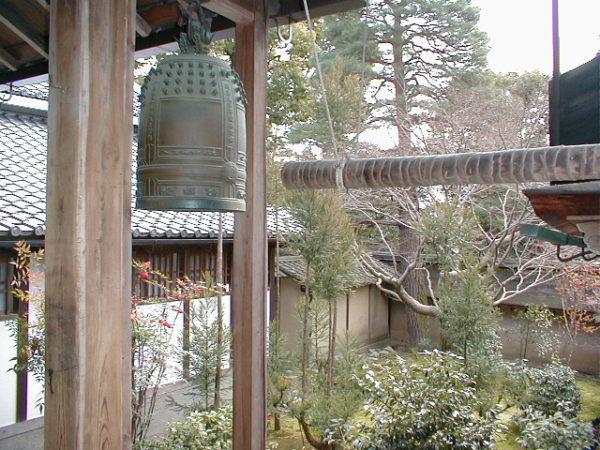 Traditionelle Glocke im Ryōan-ji