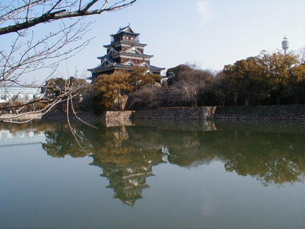Die wiederaufgebaute Burg von Hiroshima