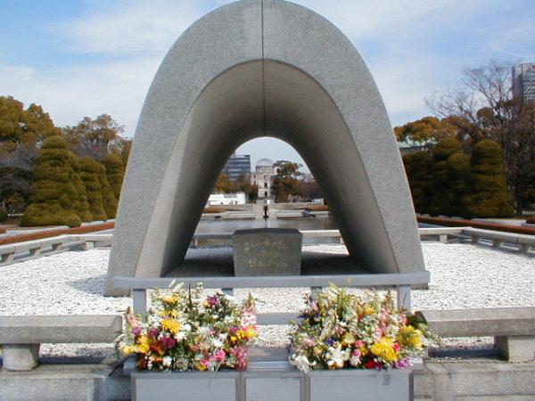 Der Kenotaph im Peace Memorial Park