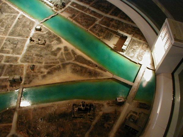 ...und danach (die T-förmige Brücke war Orientierungshilfe der Piloten)
