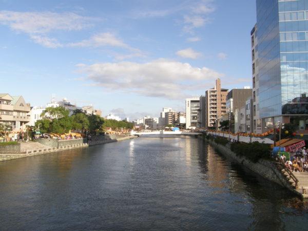 Im Zentrum von Tokushima am Shinmachi-Fluss