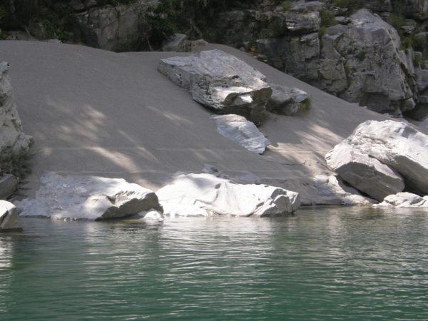 Klares Wasser, schöne Ufer: Oboke