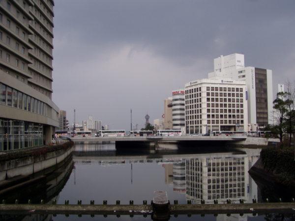 Blick Richtung Hafen über den Naka-gawa