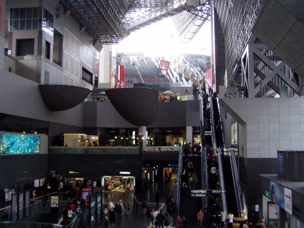 Isetan-Kaufhaus im Bahnhof