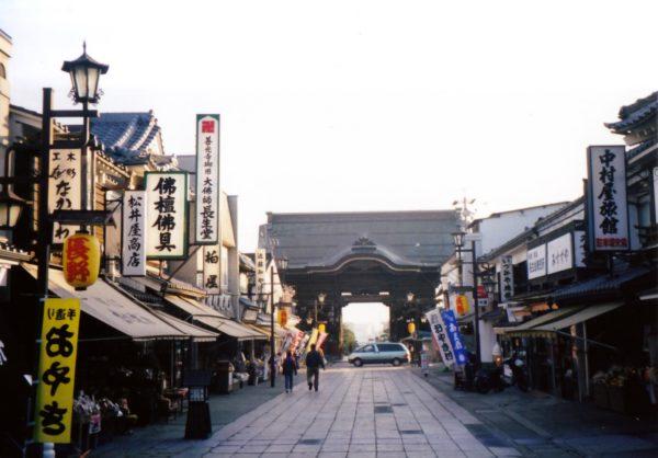 Niō-Tor (仁王門) und das alte Tempelviertel