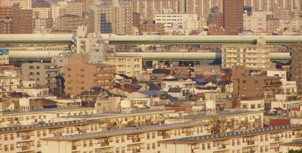 Wohngebiet in Nagoya – in der Mitte die Stadtautobahn