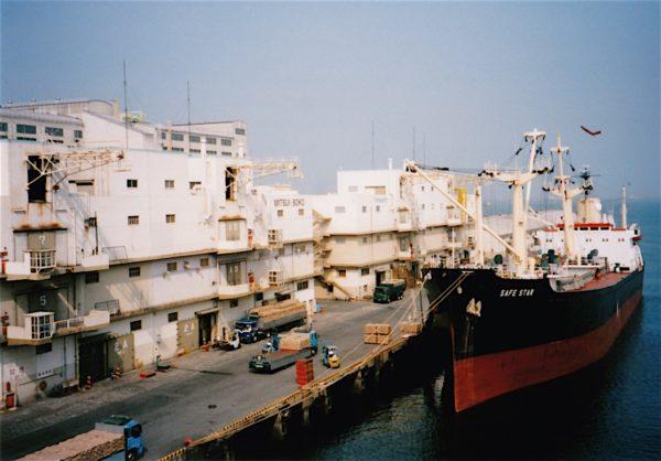 Im Hafen von Yokkaichi