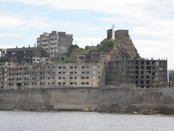 Der älteste Stahlbetonbau Japans (links) steht hier