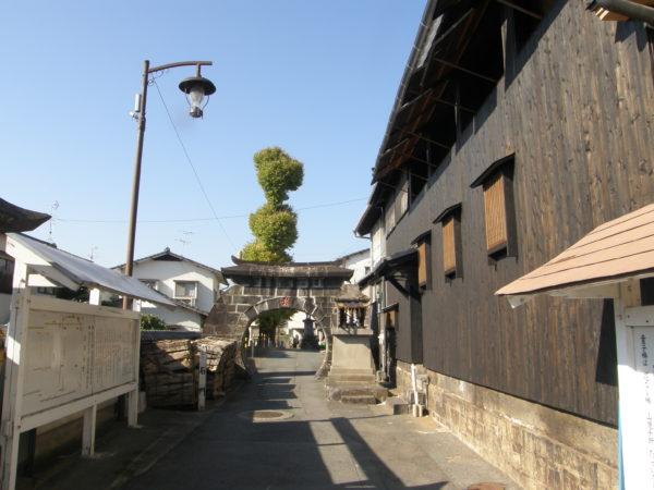 Yamaga: Steintor des Kongōjō-ji