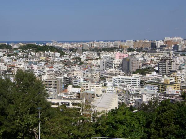 Naha: Die Stadt von Tomigusuku aus gesehen