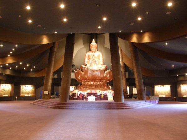 Itoman - Buddhastatue im Friedensdom