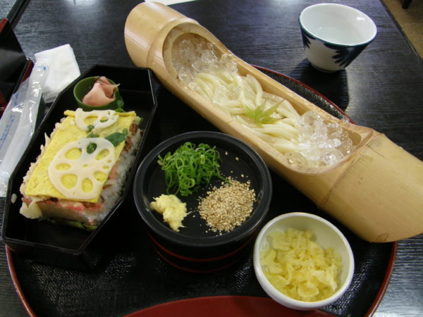 Spezialität der Stadt: Iwakuni-zushi