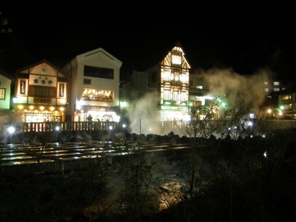 Yubatake bei Nacht