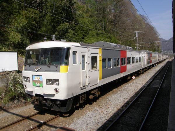 Fährt durch von Tokyo: Kusatsu Express