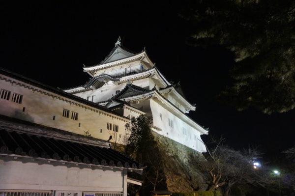 Der restaurierte Donjon der Burg von Wakayama