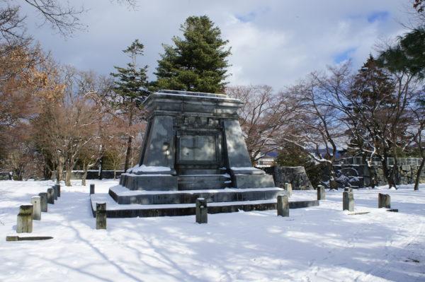 Burgruine: Hier stand mal ein Denkmal