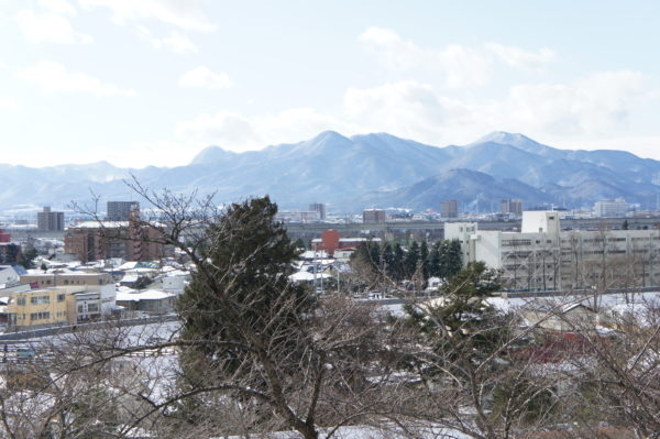 Die Berge am Stadtrand