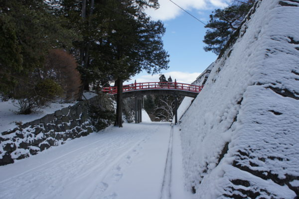 Kleine Brücke innerhalb der Burgruine
