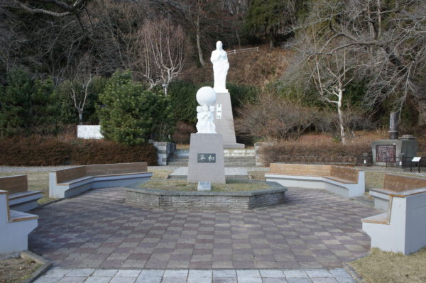 Friedensdenkmal im Medizin-Buddha-Park