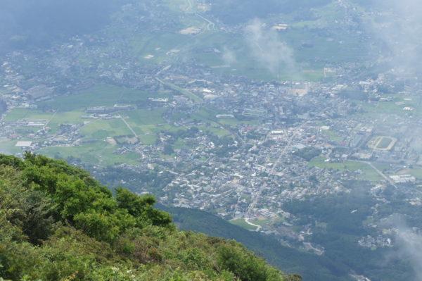 Blick vom Vulkan auf das beschauliche Stadtzentrum