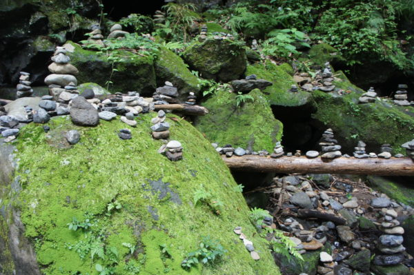 Nahe der Höhle